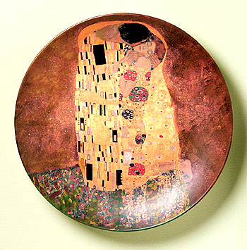 the kiss plate by klimt
